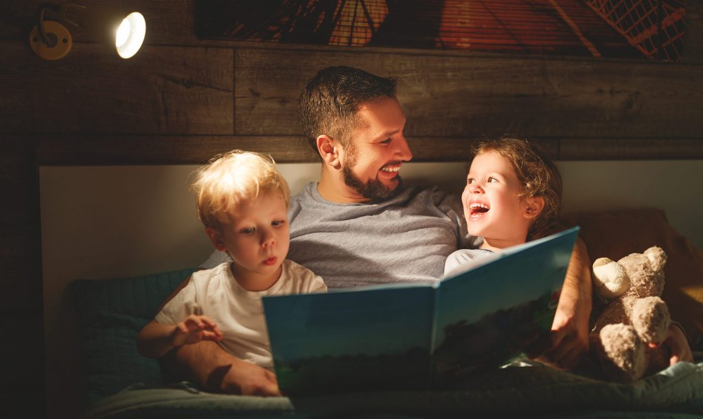 Reading to kids bedtime stories